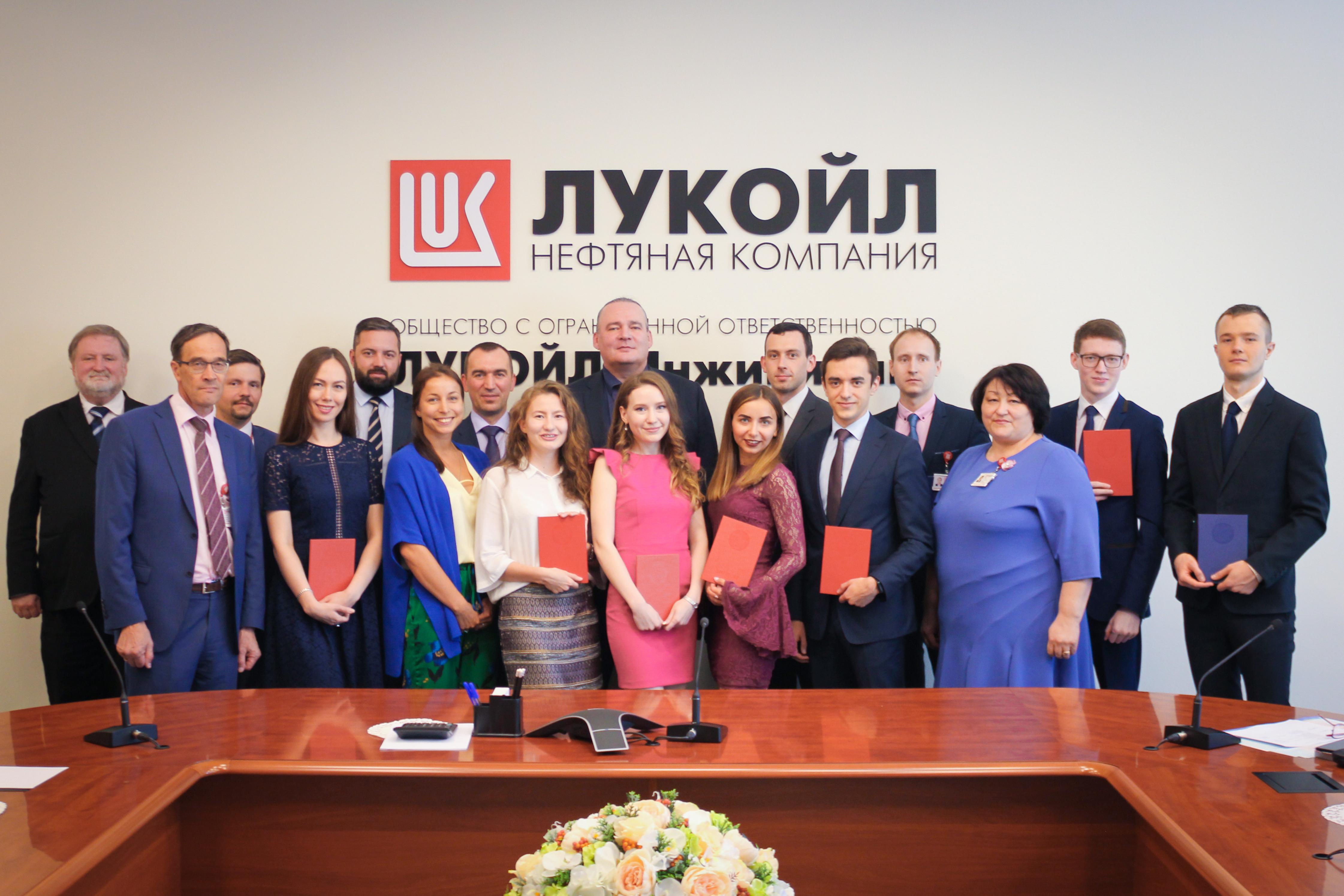 нефтяные компании москвы вакансии бухгалтера